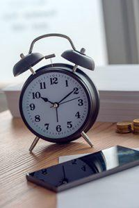 Bme working hours vintage clock and mobile phone P4S5DL9