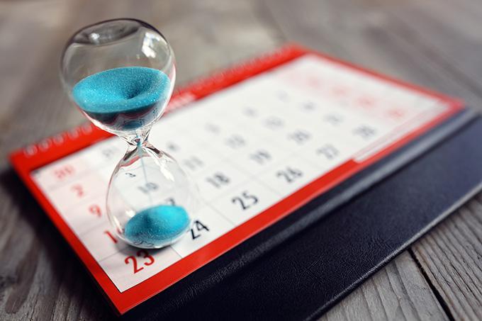 bme hourglass on calendar PQP5CGB